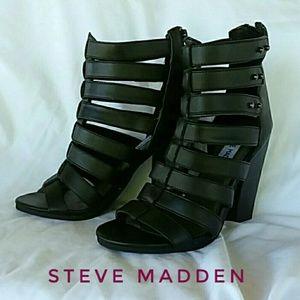 Steve Madden Petra Black Size 6 1/2 B Roman Heels
